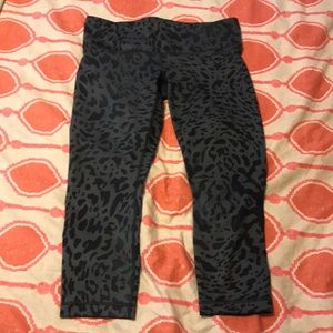 Leopard lululemon crop tights -black and grey